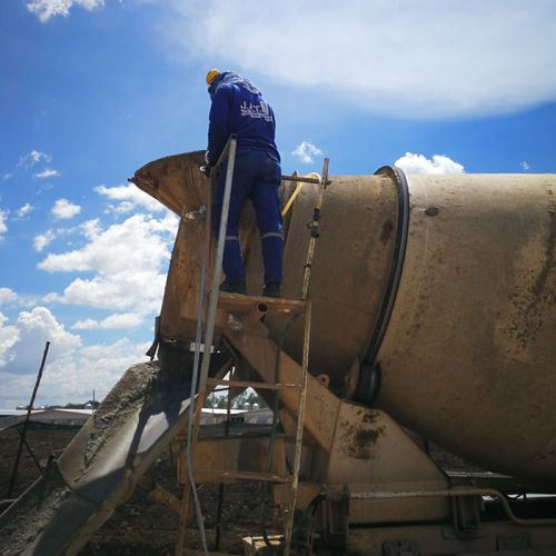 งานเกร้าท์ซีเมนต์มวลเบา ปิดอุดโพรงใต้พื้นคอนกรีต โครงการก่อสร้างโรงเลี้ยงสุกร จังหวัดกาญจนบุรี